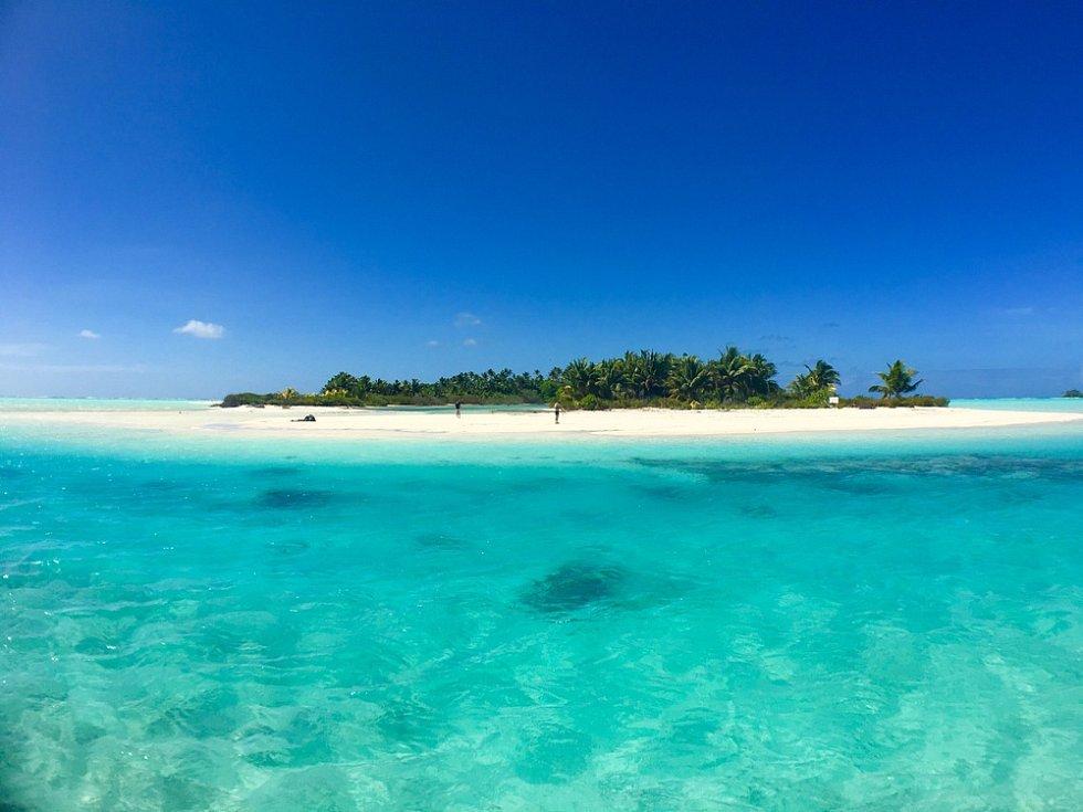 Tetiaroa. To je místo, kde je nulová emise uhlíku, tlaková klimatizace s využitím chladné vody z oceánského dna a úspěšná sterilizace komářích samic.