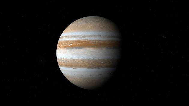 Jupiter patří ve Sluneční soustavě mezi plynné obry.