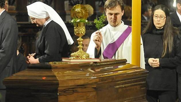 Rodina, církev i široká veřejnost se 30. dubna ve velehradské bazilice Nanebevzetí Panny Marie a sv. Cyrila a Metoděje rozloučila se zesnulým kardinálem Tomášem Špidlíkem.
