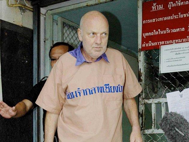 Sedmapadesátiletý Švýcar Oliver Rudolf Jufer, odsouzený za urážku thajského krále.