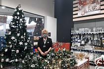 Ivana Nedvědová – zástupkyně manažera prodejny hypermarketu Albert v Mladé Boleslavi.
