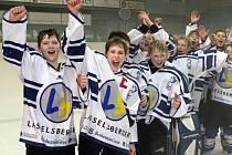TRIUMF. Žáci hokejového Lasselsbergeru Plzeň se po finálovém vítězství 5:3 nad ruským SKA St. Peterburk radují z prvního místa ve 2. ročníku Lekov Cupu.