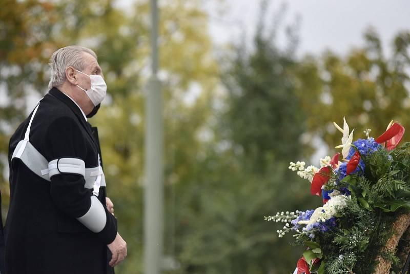 Prezident Miloš Zeman položil věnec u hrobu Neznámého vojína.