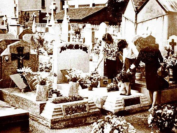 Když paní Tybitanclová navštívila hrob svých příbuzných v60. letech, místo vypadalo zcela jinak než nyní.