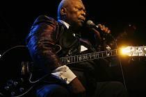 Americký bluesový zpěvák a kytarista B. B. King.