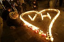 Na různých místech v Praze si lidé 18. prosince připomínali první výročí úmrtí Václava Havla.