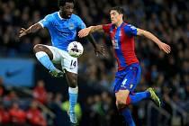 Bony Wilfried (vlevo) v utkání proti Crystal Palace
