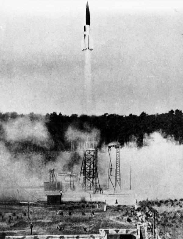 Testovací odpal rakety V2 v roce 1943.