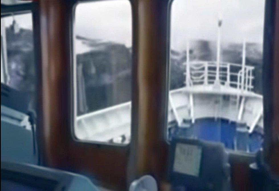 Dobře zmapován je případ zaoceánské lodi Bremen, které obří vlna zničila můstek a vyřadila motory