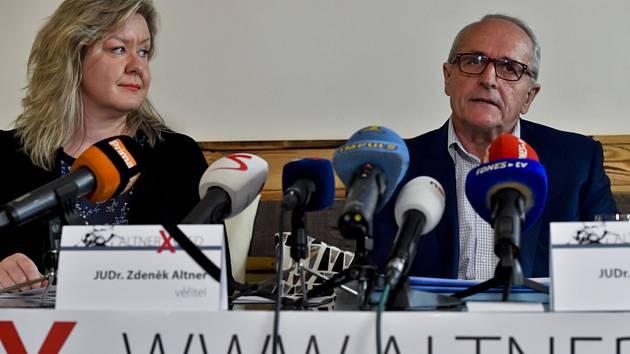 Dcera právníka Zdeňka Altnera Veronika Altnerová a advokát Václav Veselý