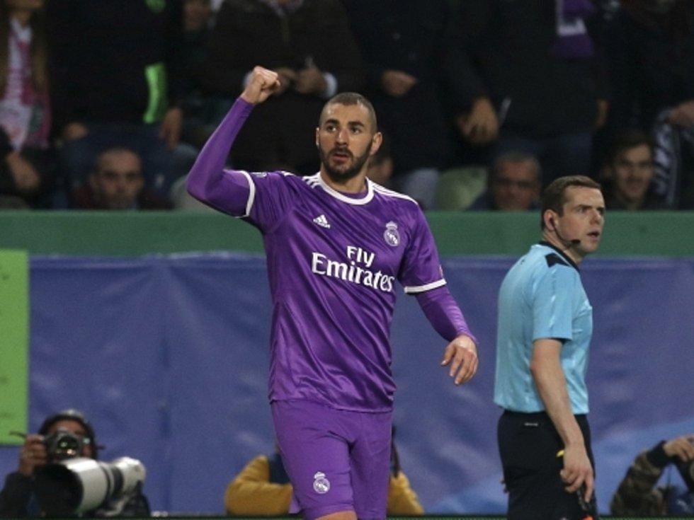 Karim Benzema z Realu Madrid se raduje z gólu proti Sportingu Lisabon.