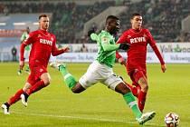 Junior Malanda z Wolfsburgu (uprostřed).
