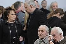 Jiřina Bohdalová a Miroslav Donutil se loučí s s divadelním a filmovým hercem Bronislavem Poloczkem při posledním rozloučení