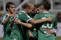 Dukla - Příbram: Hosté slaví gól, který byl označen jako vlastní (nešťastný střelec Marek Hanousek)