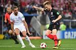 Fotbalisté Anglie (v bílém) proti Chorvatsku.