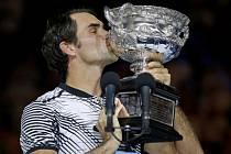 Federer má 18. grandslamový titul, Nadala zdolal v pěti setech
