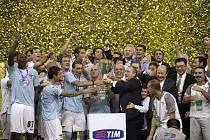 Lazio Řím ve finále italského Superpoháru, který se hrál na olympijském stadionu v Pekingu, porazilo Inter Milán.