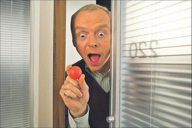 Komika Simona Pegga spočívá v kombinaci suchého britského humoru s přehnanou mimikou a gestikulací. Nikdy se však nedostává za hranici trapnosti.