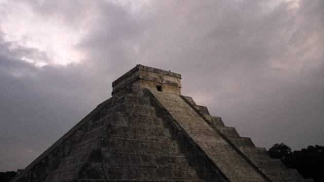 Kukulkánova pyramida ve východním Mexiku.