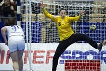 Brankářka Lucie Satrapová byla největší českou hvězdou v utkání proti Rusku.