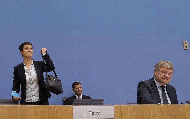 Frauke Petryová to balí. Ve sněmu zasedne, ale ne po boku AfD