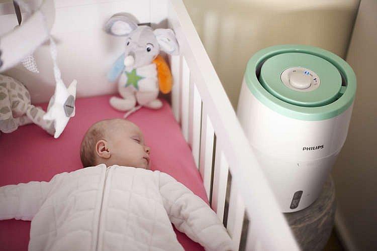 Zvlhčovač vzduchu Philips s technologií odpařování NanoCloud,   zabraňuje vzniku mokrých skvrn a bílého prachu, ideální pro ložnici   nebo dětský pokoj, orientační cena 3999 Kč