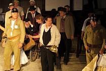 Po třech letech se na scénu vrací původní muzikál Postřižiny, ve kterém společně účinkují profesionálové Jan Rosák, Petr Jančařík, Pavel Vítek, Lumír Olšovský… s ochotníky, kteří jsou doma v kraji kolem dolního toku řeky Berounky.