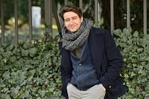 Herec Marek Němec se objevuje třeba v seriálu Poldové a nemluvně