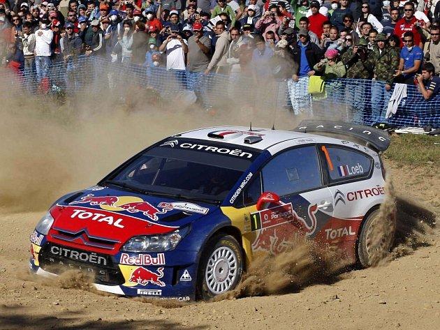 Sébastien Loeb řádí i na portugalské šotolině.