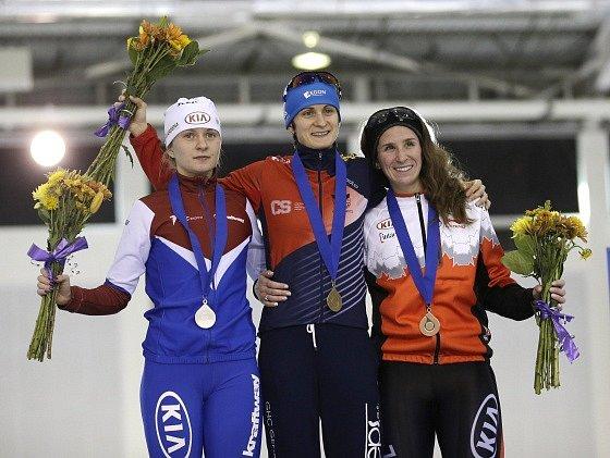 Martina Sáblíková na pódiu po triumfu v Salt Lake City