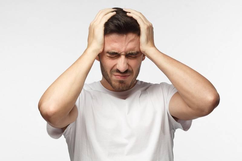 Řada lidí při migréně zvrací, ztrácí rovnováhu, nemůže mluvit, má zimnici, průjem, je zmatená a dezorientovaná.