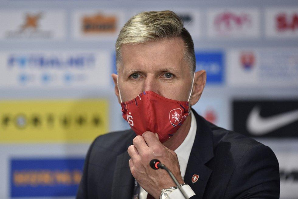 Trenér ČR Jaroslav Šilhavý na pozápasové tiskové konferenci