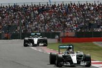 Velká cena Británie: Lewis Hamilton před Nicem Rosbergem