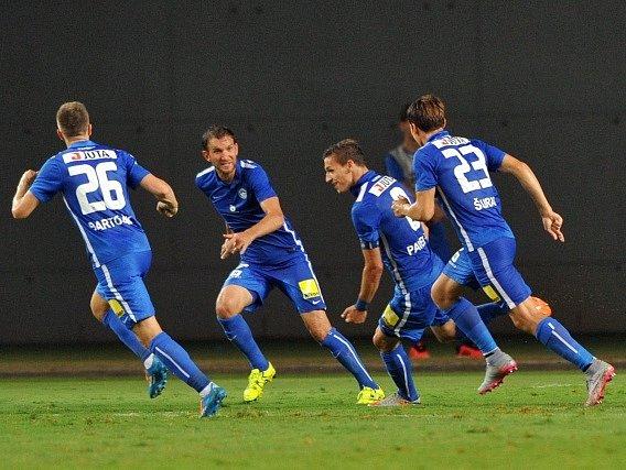 Šmona - Liberec: Fotbalisté Slovanu slaví jeden z gólů v síti soupeře