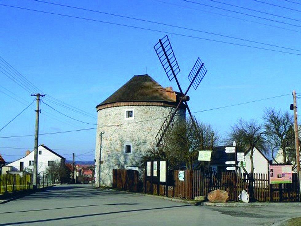Prohlídka větrného mlýna v Rudici s výkladem o této stavbě holandského typu zaujme i děti.