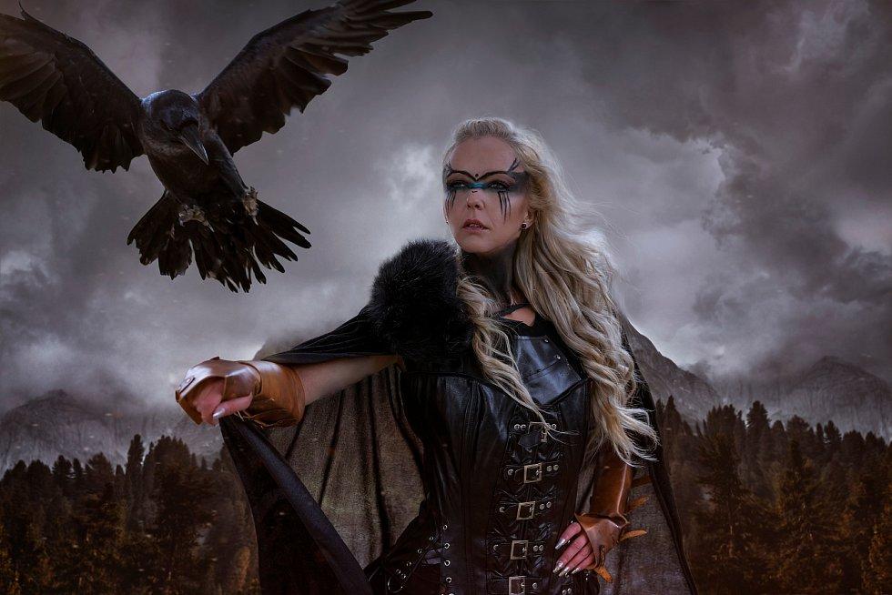 Ženy hrály v historické vikingské společnosti velmi různorodou roli. Jednou z nejznámějších byla úloha ženy jako člověka a člena skupiny, který ví a vidí víc než ostatní. O těchto dominantních ženách odborníci hovoří jako kouzelnicích a věštkyních.