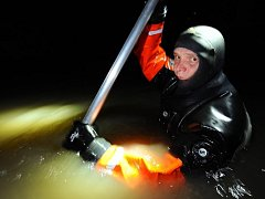 Potápěči pražských hasičů prohledávali podzemní stoku Motolského potoka a pátrali po pohřešované osobě