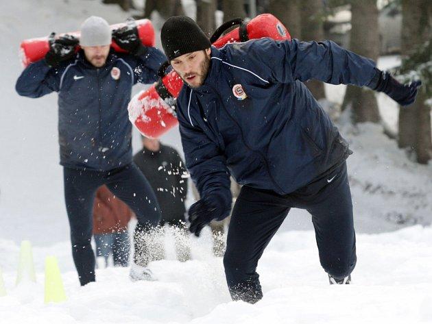 Kapitán Sparty Patrik Berger na kondičním soustředění s týmem ve Špindlerově Mlýně.