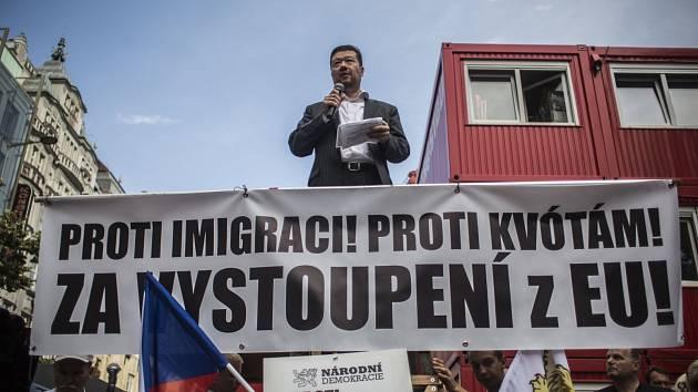 Tomio Okamura na demonstraci proti imigraci. Ilustrační fotografie.