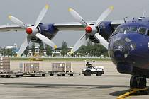 Dopravní letoun Antonov 12.  Ilustrační foto