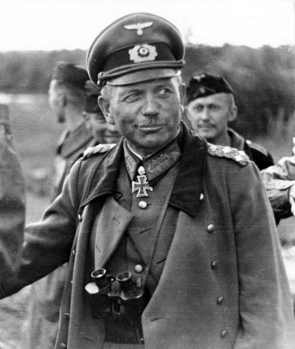Tankové skupině útočící na Moskvu velel generál Heinz Guderian