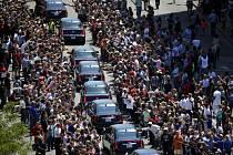 Desetitisíce lidí se na ulici rozloučilo s boxerskou legendou Muhammadem Alim.