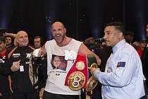 Boxer Tyson Fury vybojoval v duelu s Vladimirem Kličkem čtyři mistrovské pásy organizací WBA, WBO, IBO a IBF.