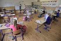 Žáci první třidy se 25. května 2020 opět učili na Základní škole Komenského ve Světlé nad Sázavou na Havlíčkobrodsku. Školy se po dvouapůlměsíční přestávce způsobené pandemií koronaviru otevřely pro žáky prvního stupně. Docházka bude až do konce školního