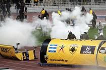 Řádění fanoušků AEK Atény.