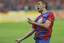Marek Bakož z Plzně se raduje z gólu proti Lokerenu.