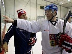 Jaromír Jágr (vpravo) a Vladimír Růžička na tréninku hokejové reprezentace.