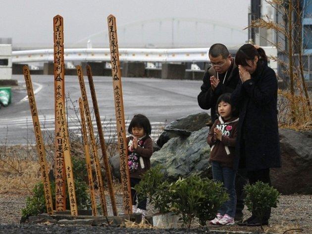 Japonsko si připomnělo zemětřesení, které spolu s přívalovou vlnou cunami zdevastovalo právě před rokem jeho severovýchodní pobřeží.
