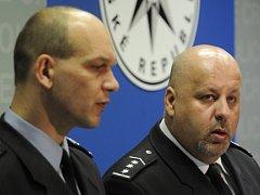 Policejní prezident Petr Lessy (vpravo) a ředitel Krajského ředitelství policie hlavního města Prahy Martin Vondrášek.