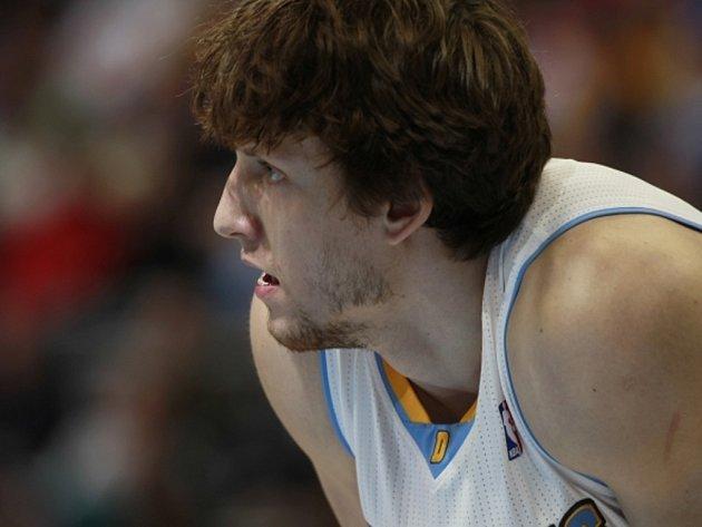 Basketbalista Denveru Jan Veselý.